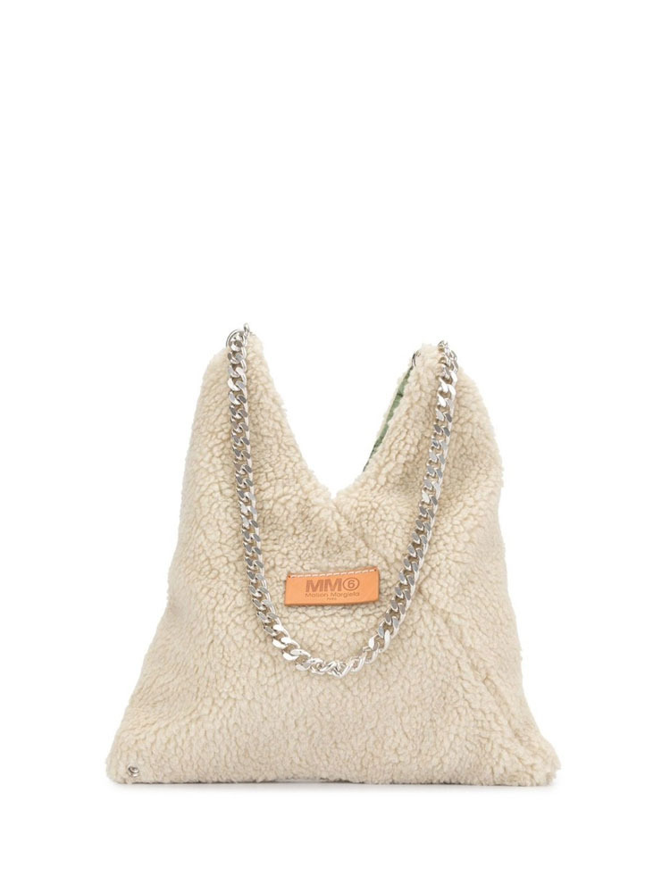 MM6 로고 패치 숄더백  TEXTURED LOGO PATCH SHOULDER BAG - 아데쿠베