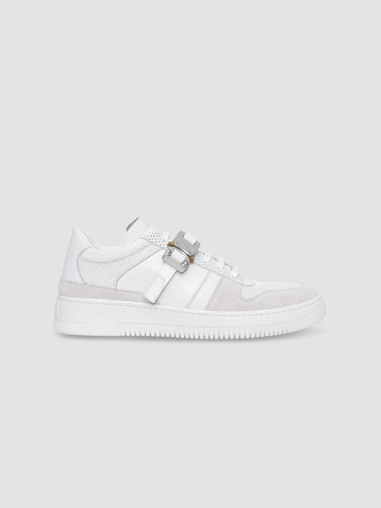 LEATHER BUCKLE LOW TRAINER - 아데쿠베